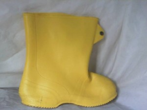 LACROSSE 89323 8 BOOTS, YELLOW OVERSHOE RUBBER BOOT, SIZE 8