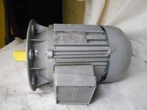 LENZE MDERAXX09011 USED