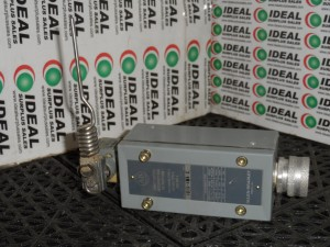 ALLEN BRADLEY 802XAM4 LIMIT SWITCH USED